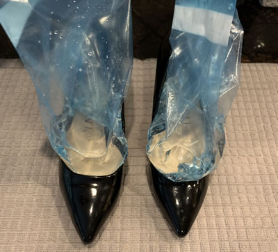 frozen water to stretch shoes